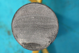 Fatigue fracture of steel pin